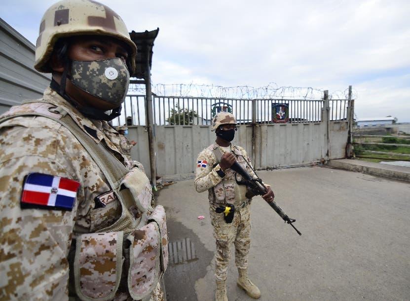 Diez mil soldados vigilan la zona fronteriza