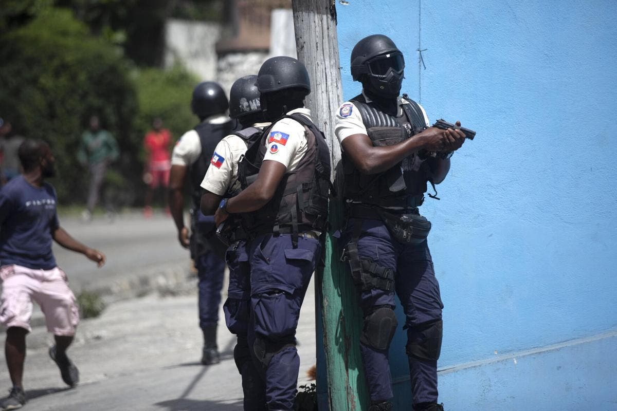 Haití arresta a 3 policías e instala nuevo primer ministro