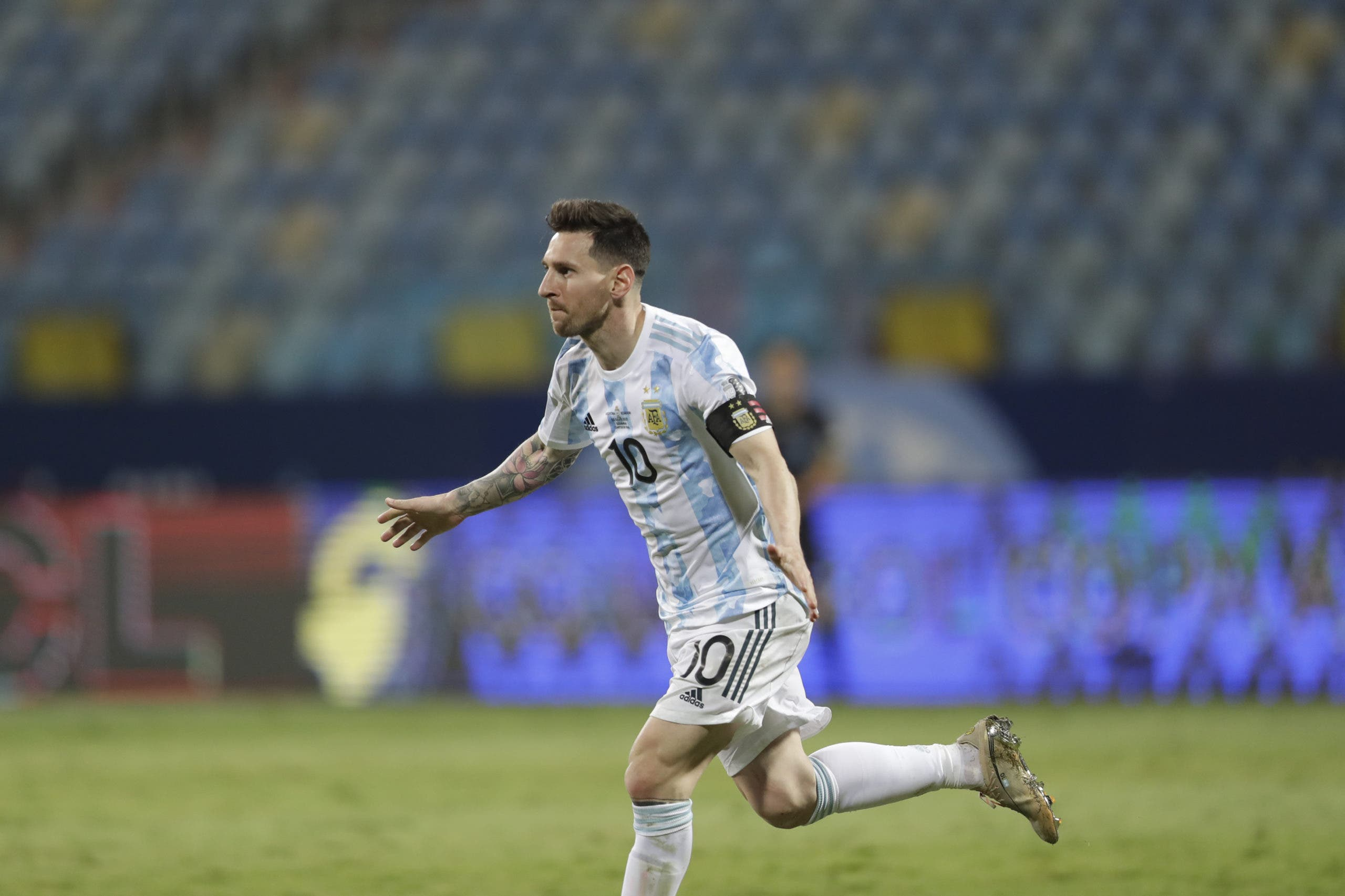 Messi va por Colombia, que se aferra a las manos de Ospina