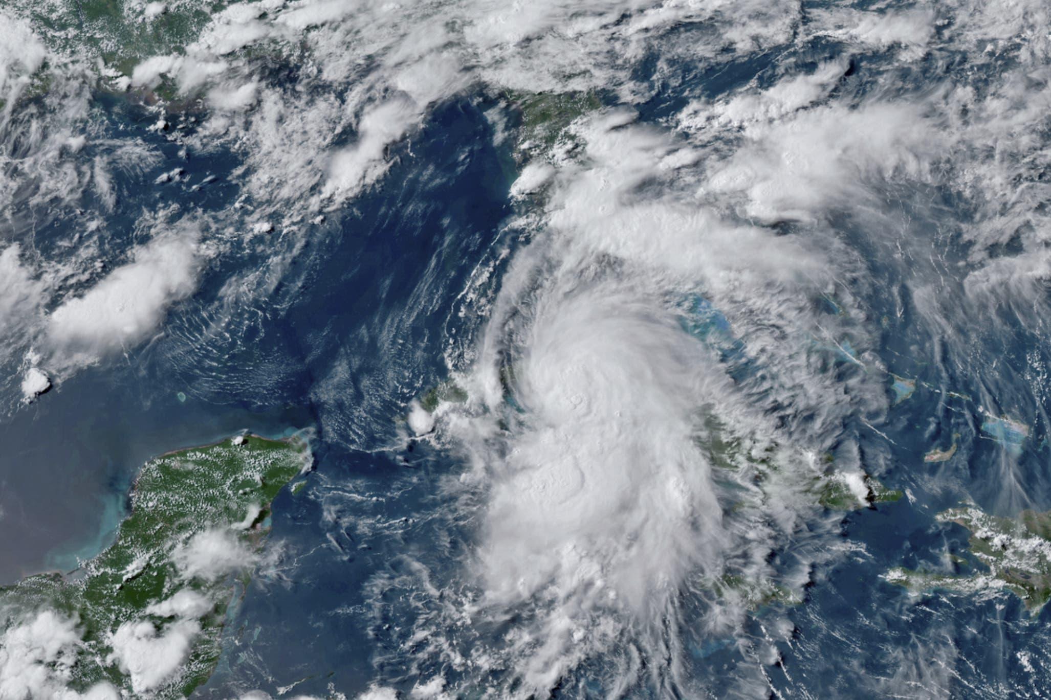 Tormenta Elsa embiste a Cuba por el sur de camino a Florida