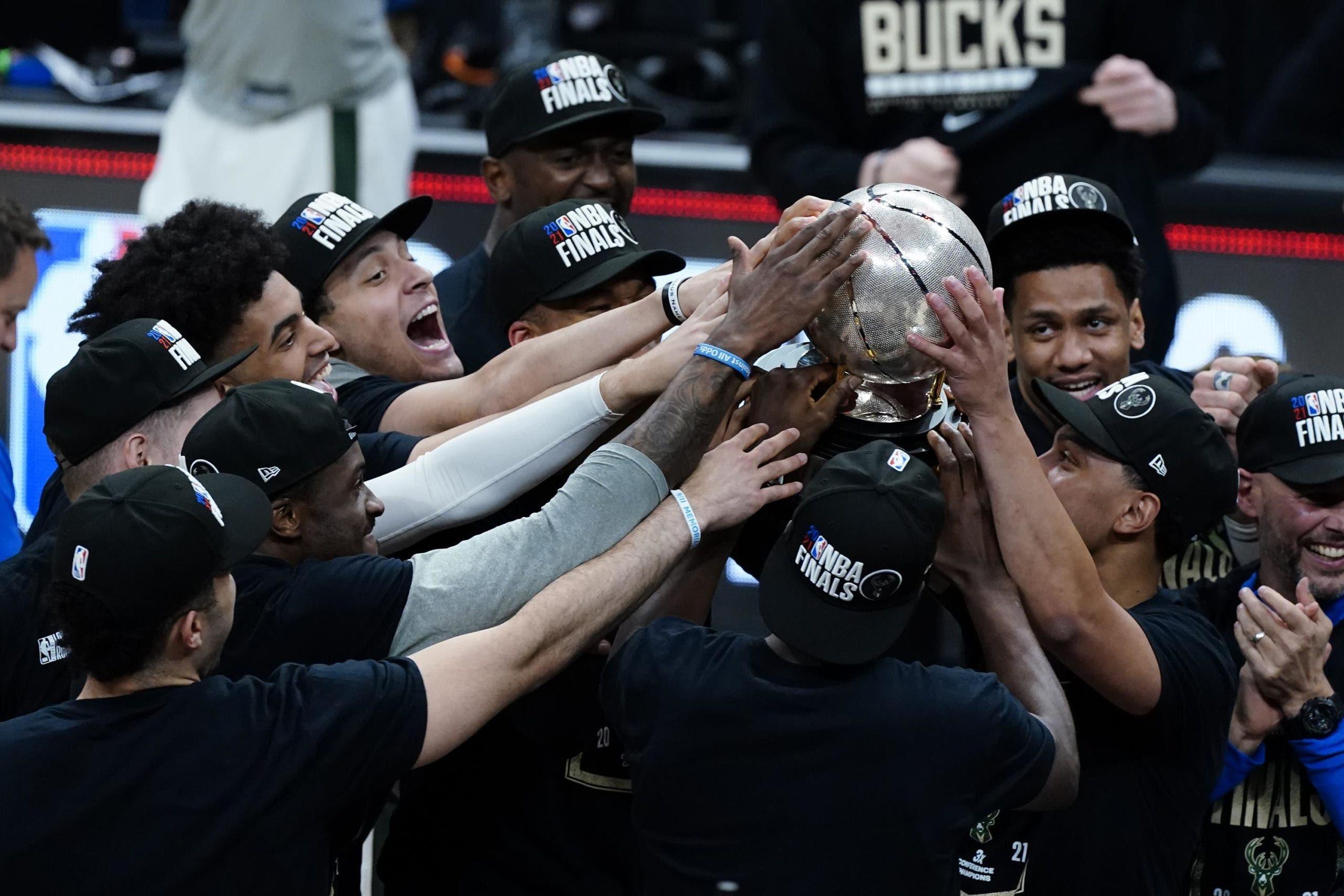 NBA: Bucks ganan 118-97 a Hawks y disputarán la final a Suns
