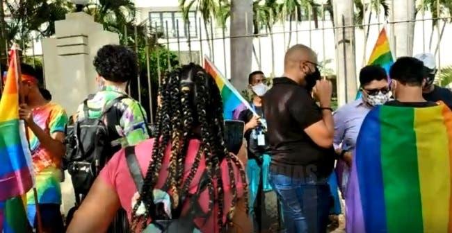Colectivo LGBTI protesta ante Congreso dominicano por permitir discriminación
