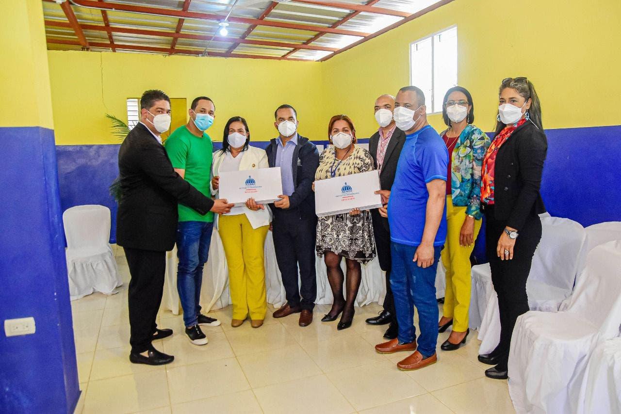 Minerd entrega equipos tecnológicos a presos del Centro Corrección y Rehabilitación Mao Hombres