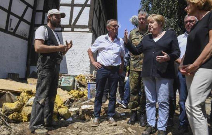 Merkel visita región devastada por inundaciones