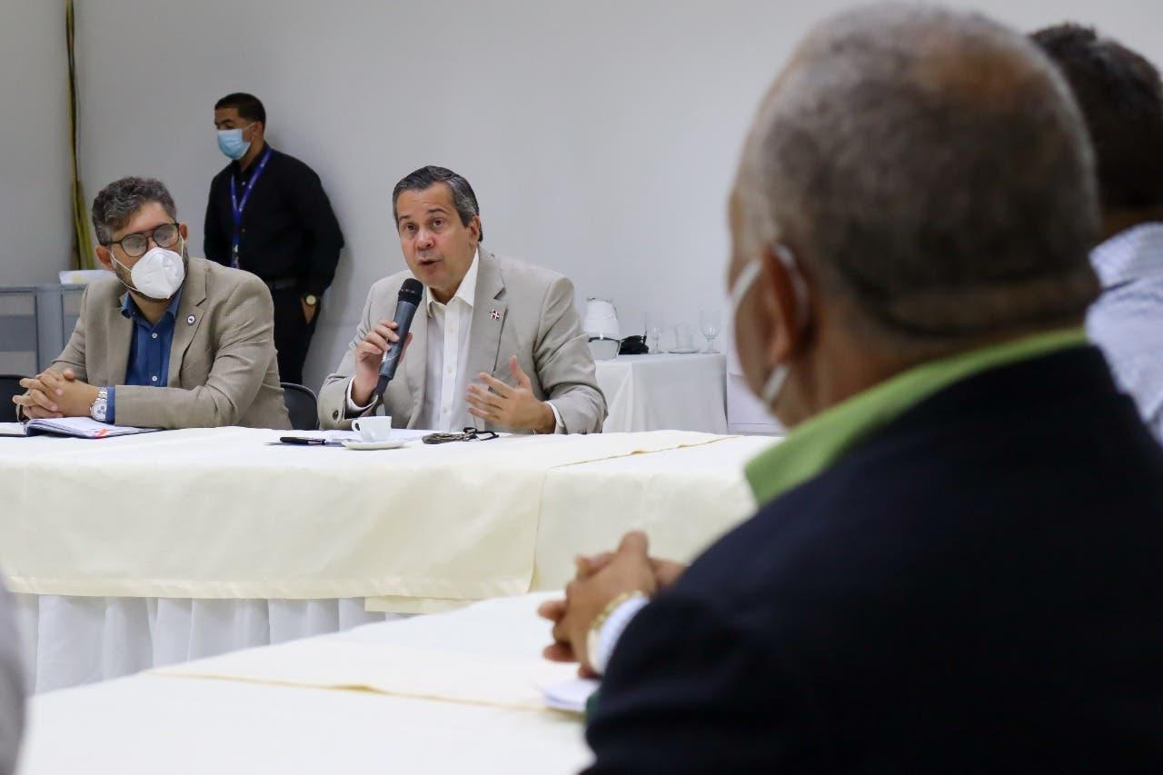 Medio Ambiente detalla a productores acciones para solución integral de Valle Nuevo