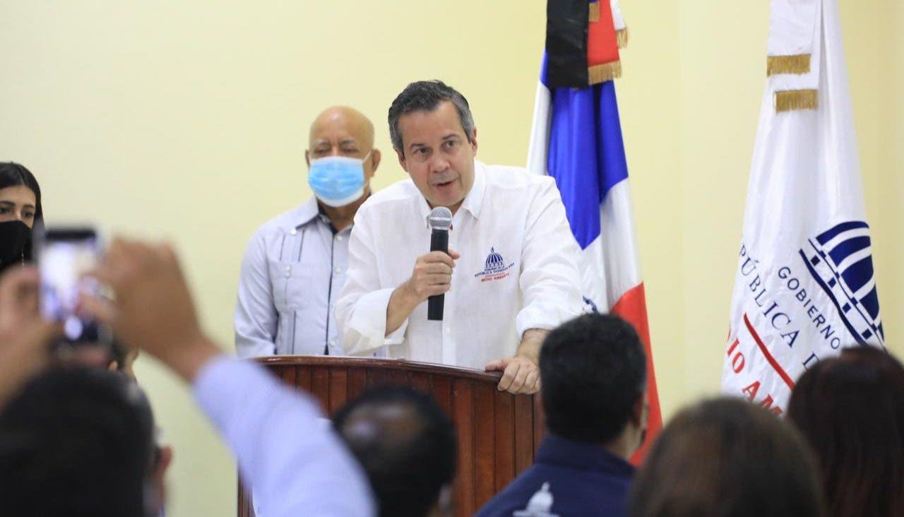 Jorge Mera trata problemáticas ambientales de Monseñor Nouel con sectores  de la provincia