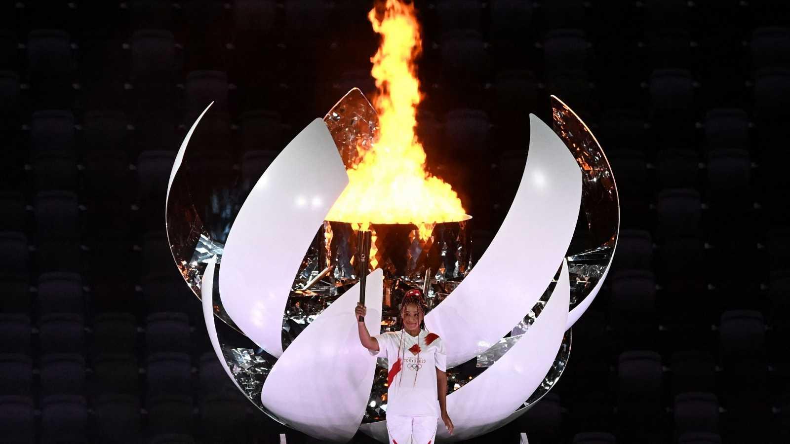 Naomi Osaka, hija de haitiano y de japonesa enciende el pebetero olímpico