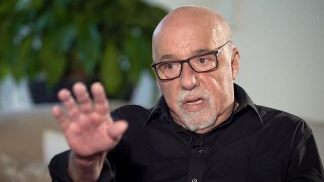 Paulo Coelho apoya un festival cultural vetado por el Gobierno de Bolsonaro