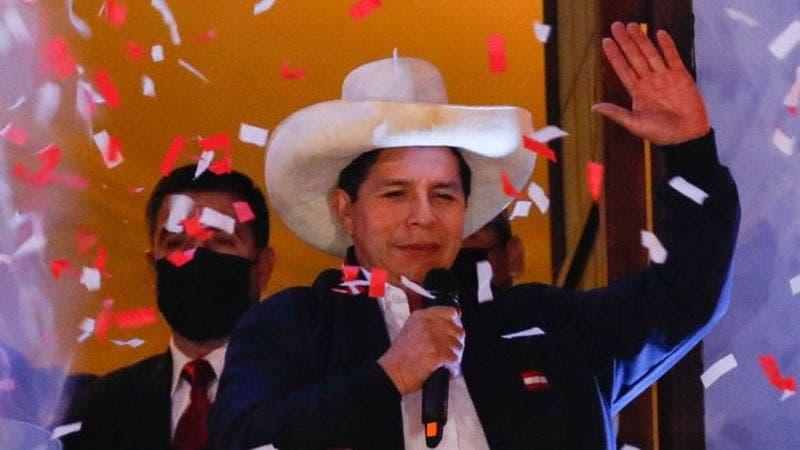 Quién es Pedro Castillo, el maestro rural que desde la izquierda desafía a las élites de Perú