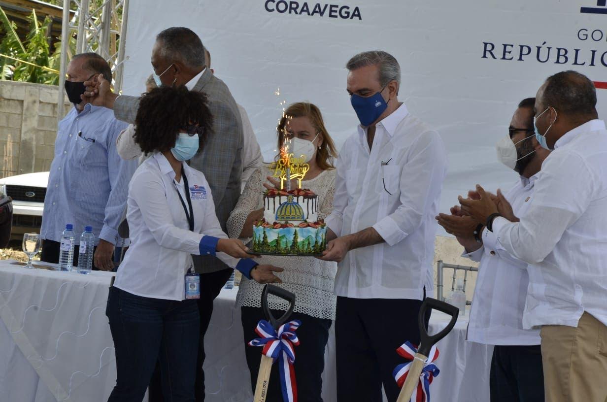 Celebran por adelantado cumpleaños del presidente Abinader en Constanza