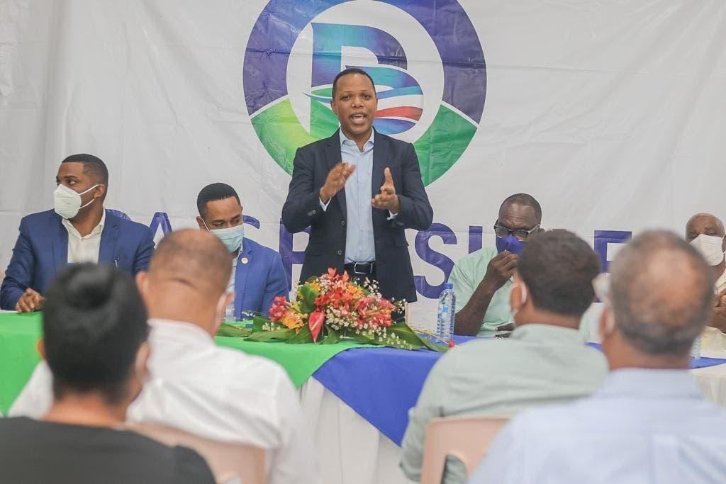 Dos regidores y decenas de dirigentes del PRD se juramentan en Partido País Posible