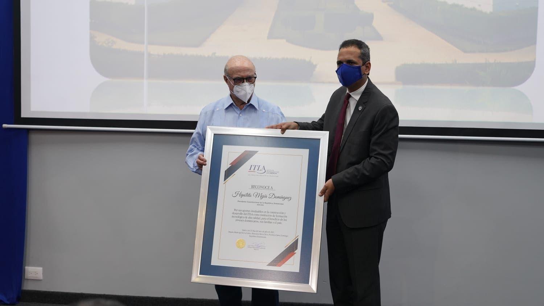 ITLA entrega reconocimiento a Hipólito Mejía por aportes a la academia