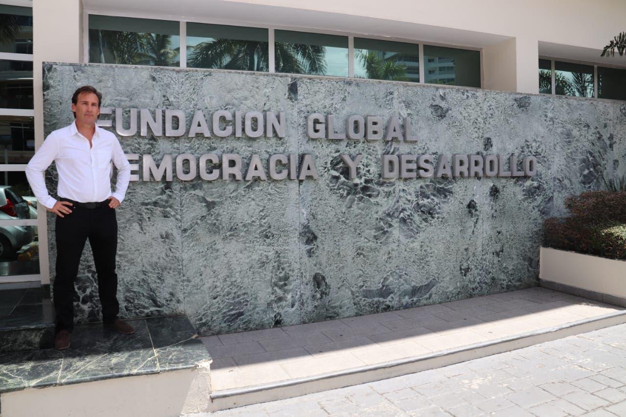 Fernández recibe a Nicolás Delrieu en la sede de Funglode