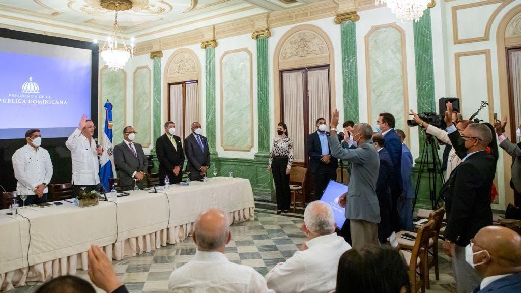 Presidente Abinader juramenta 393 nuevas cooperativas creadas en cinco meses