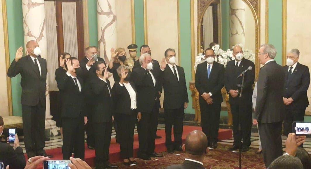 Presidente Luis Abinader juramenta a los nuevos jueces del TSE