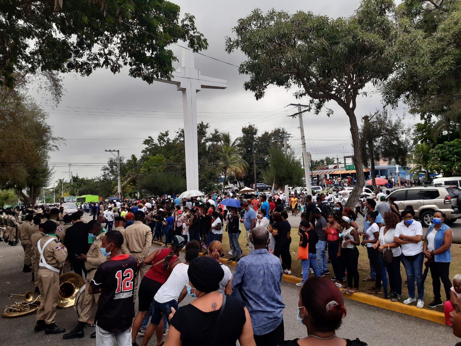 Cientos de personas dan último adiós a Johnny Ventura en el Cristo Redentor