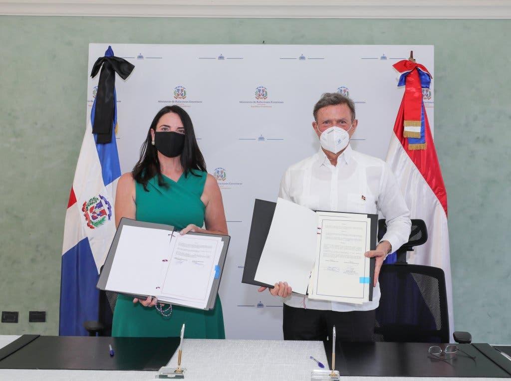 República Dominicana firma acuerdo en el que delimita frontera marítima con Países Bajos