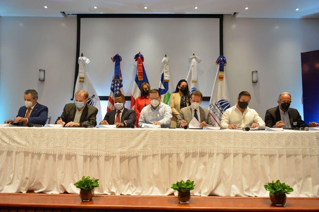 Cinco entidades firmaron hoy acuerdo para mejorar el comercio del país