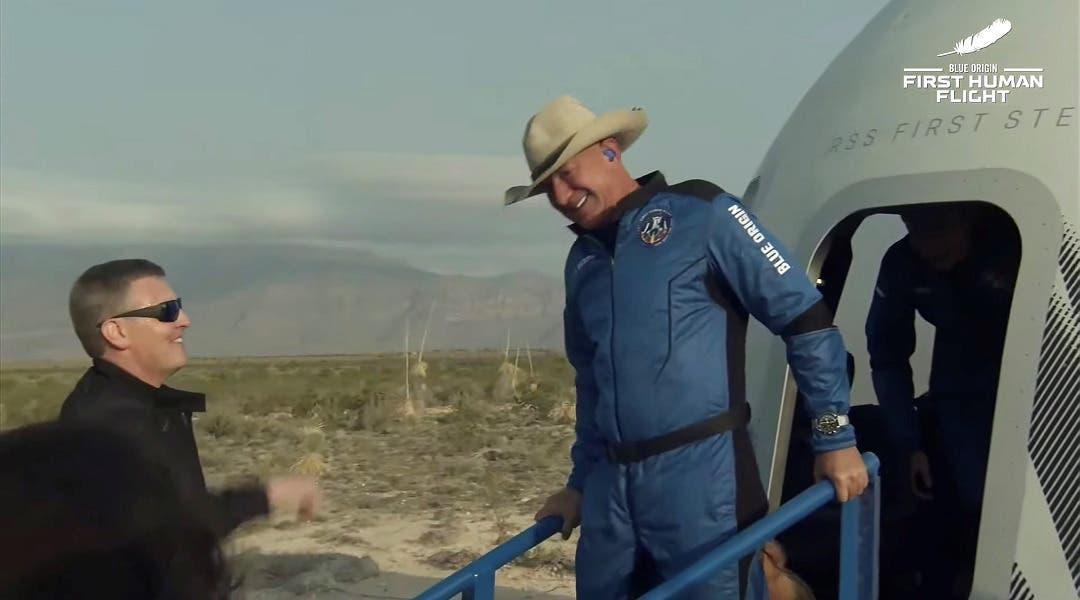 Bezos alcanza el espacio en un cohete de su compañía Blue Origin