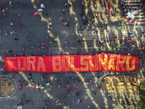 Miles de brasileños gritan «Fuera Bolsonaro» tras el escándalo de las vacunas