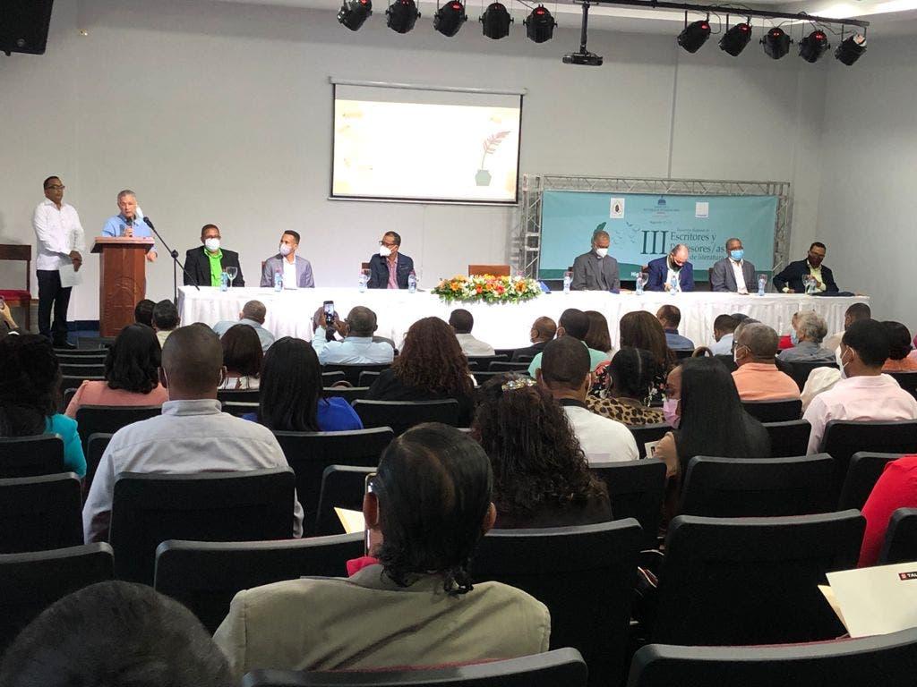 Educación celebra III Encuentro Regional de Escritores y Profesores de Literatura