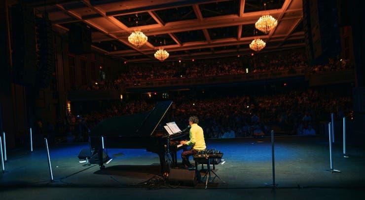 """Euforia durante concierto de Fito Páez """"Un Hombre Con Su Piano"""""""
