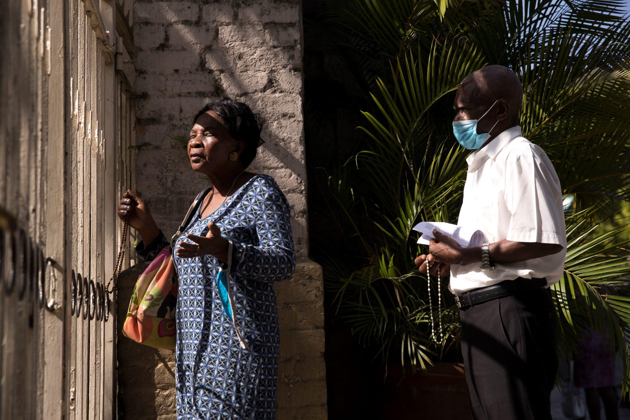 Haitianos buscan consuelo tras el asesinato del presidente Moise