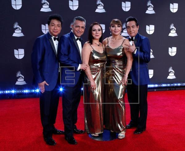 Estrellas latinas causan una explosión de color en la gala Premios Juventud