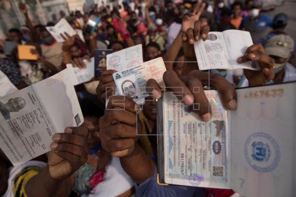 Cientos de haitianos se congregan en la embajada de EEUU para pedir un visado