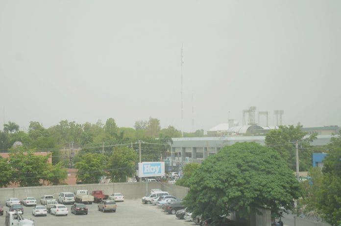 Cielo opaco y temperaturas calurosas por concentración polvo del Sahara