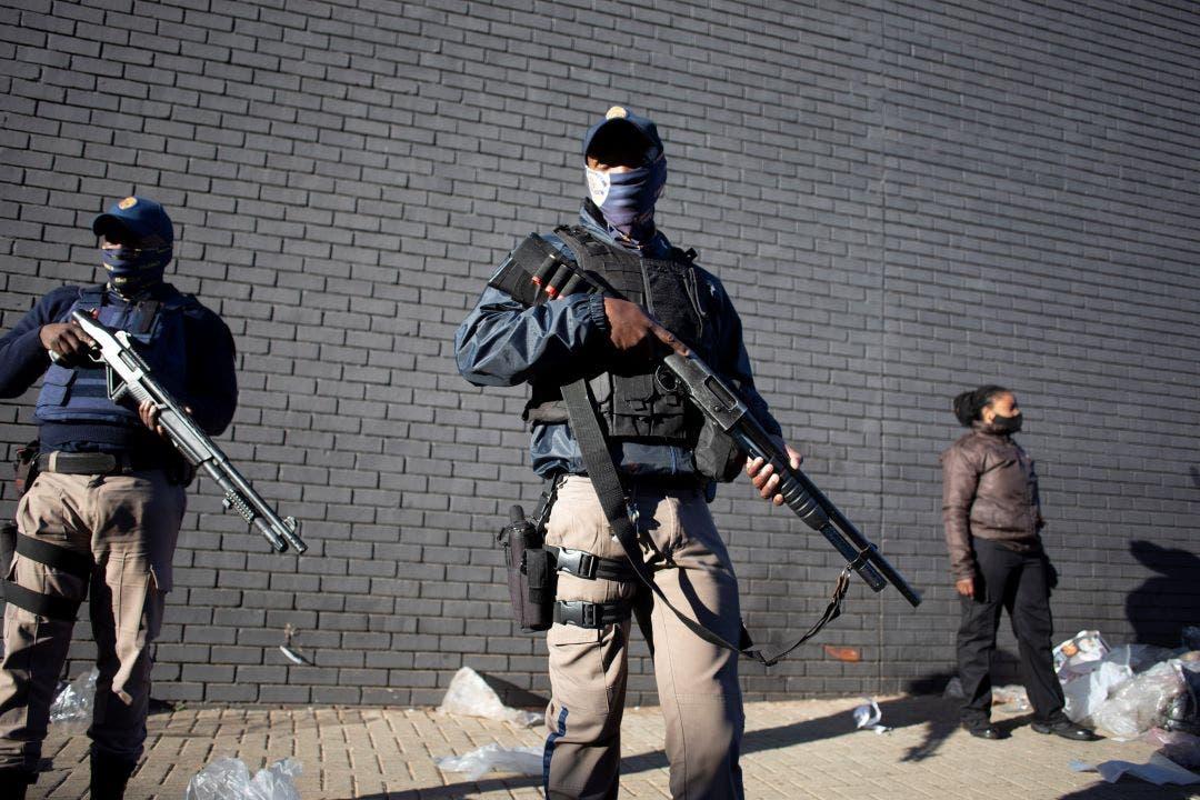 Suben a 45 los muertos en la ola de violencia y saqueos masivos en Sudáfrica