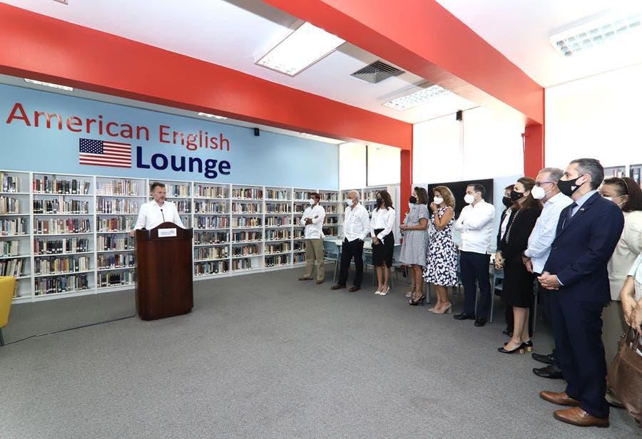 Embajada EE. UU. y Domínico-Americano inauguran segundo American English Lounge