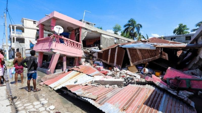 El papa Francisco pide la ayuda y solidaridad internacional tras el terremoto en Haití