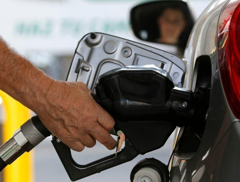 Gobierno asume alza de combustibles