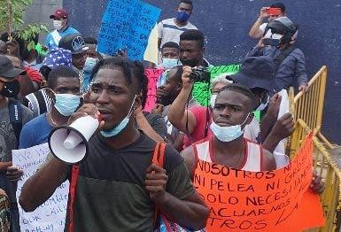 Migrantes protestan en frontera mexicana