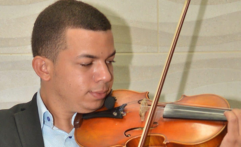 Oniel Santana alza el vuelo y se deja sentir como  joven violinista