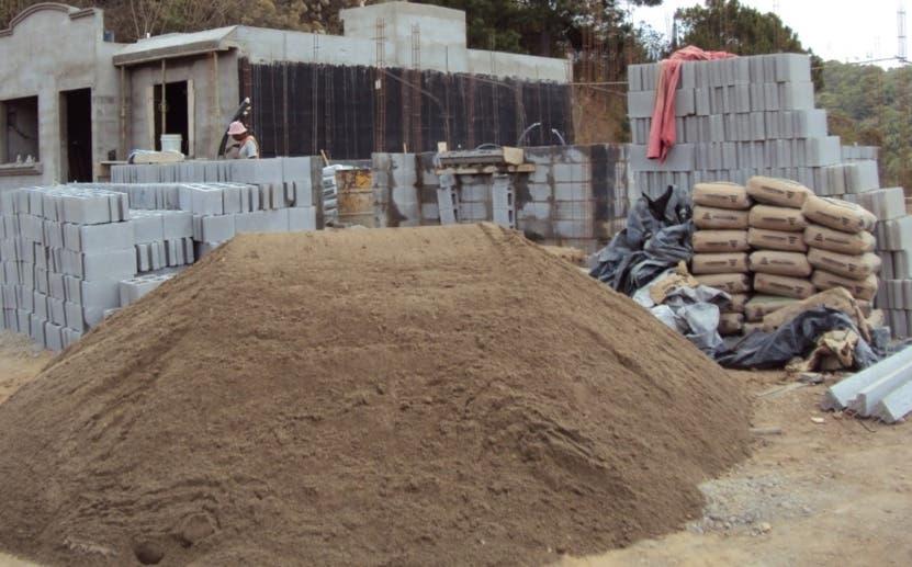 Constructores preocupados por precios materiales de construcción