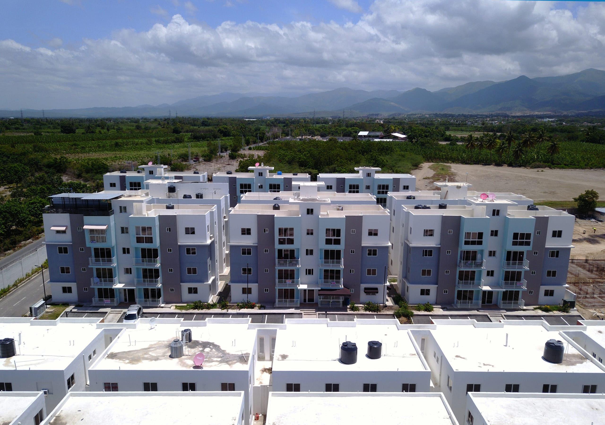 Gobierno entrega 15 apartamentos del Plan de Vivienda Familia Feliz en Azua