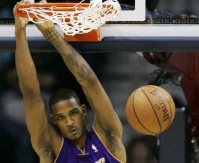 Dwight Howard y Trevor Ariza acuerdan con Lakers