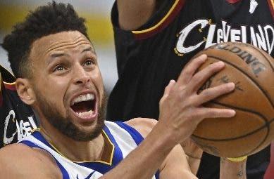 Stephen Curry pacta US$215 cuatro  temporadas
