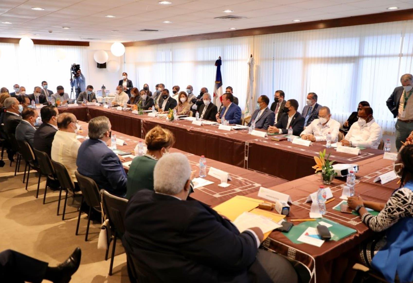 CES acoge propuesta de partidos y agrega el Código Electoral al debate