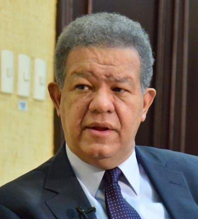 Leonel Fernández insta a variar precios del pollo