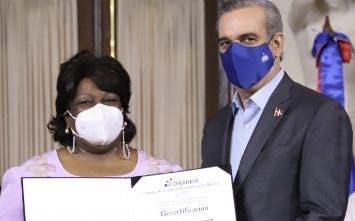 El Gobierno otorga re-certificación a 84 médicos