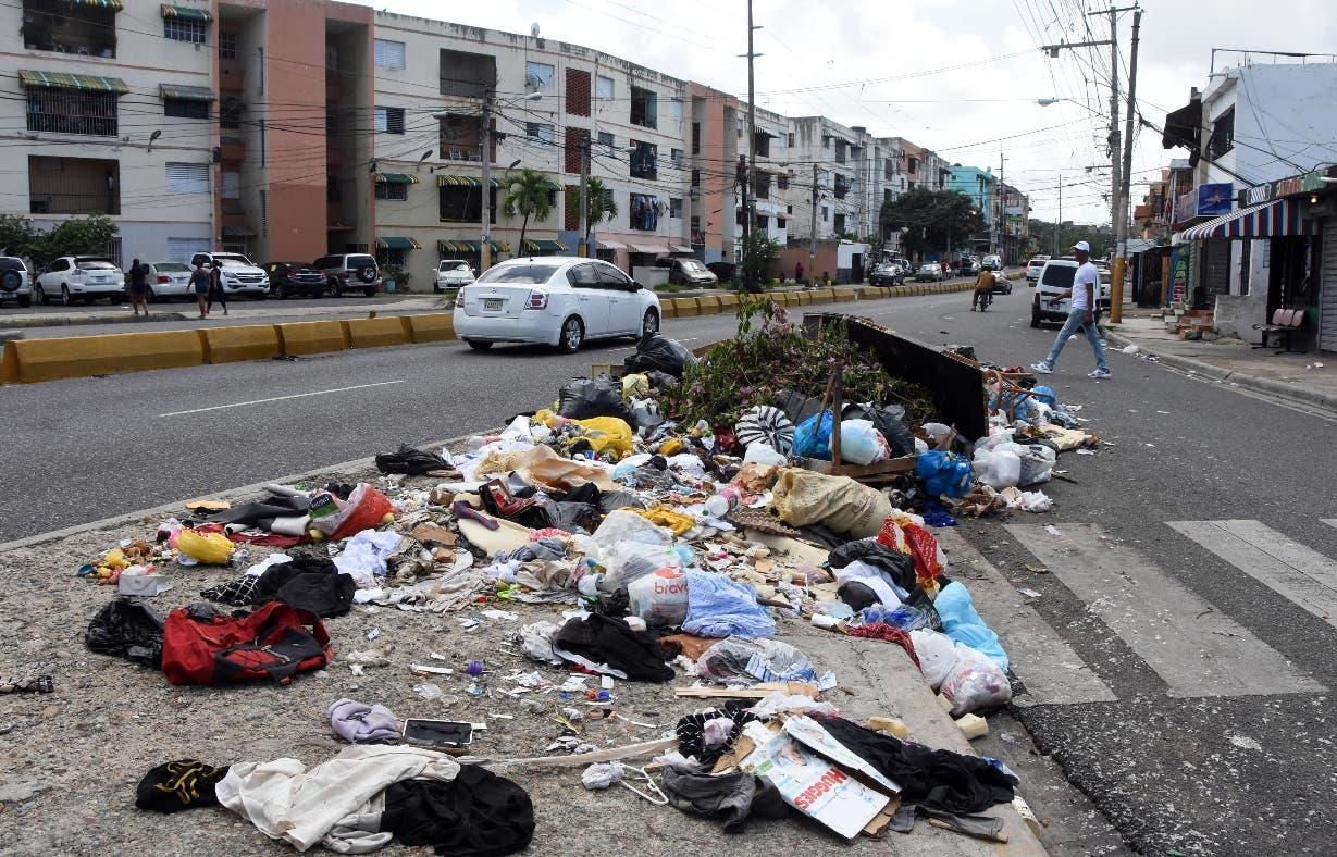 Los vertederos improvisados se mantienen en Santo Domingo Este