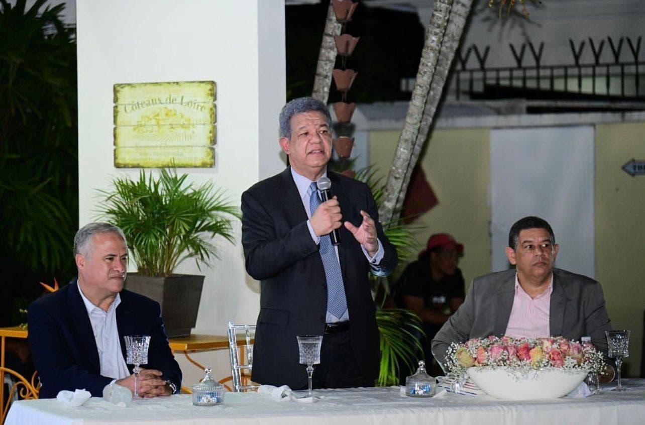 """Leonel Fernández dice hay """"poderes supranacionales"""" que limitan la soberanía nacional"""