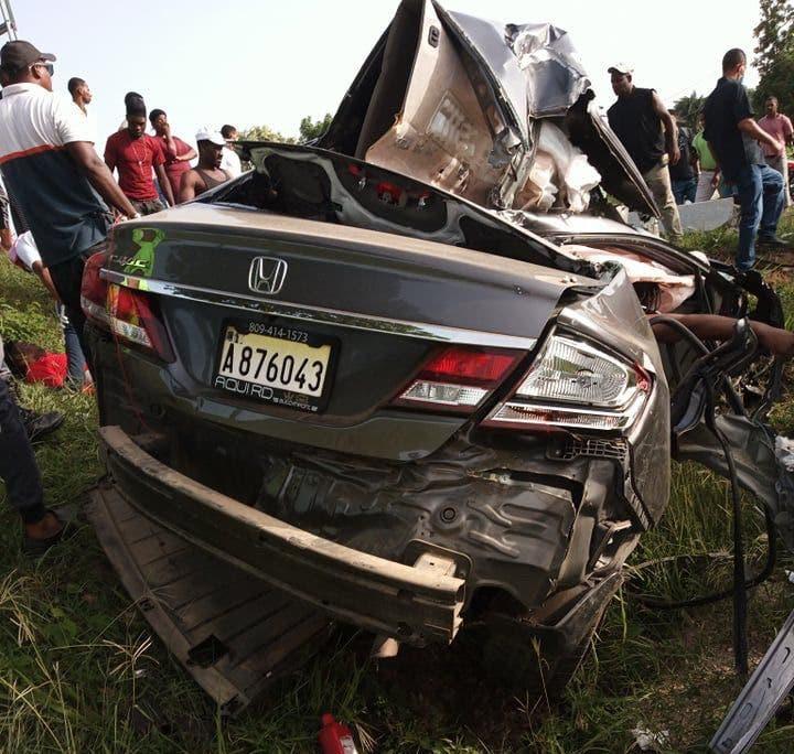 Dos personas fallecidos en accidente en autopista 6 de noviembre
