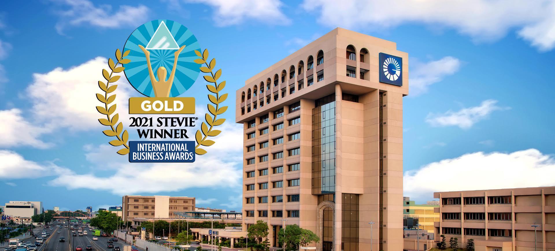 """""""El Lado Positivo"""" del Popular gana oro en premios Stevie® Awards"""