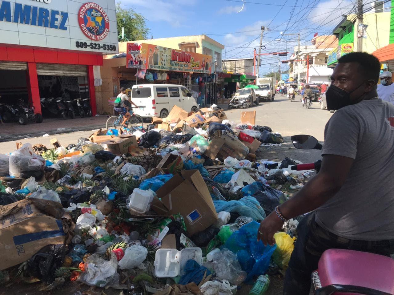 Habitantes de Andrés Boca Chica demandan recogida de basura