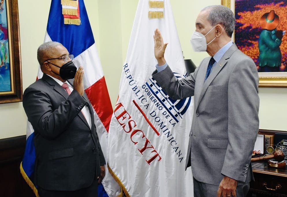 Juramentan a Francisco Vegazo Ramírez como nuevo rector del ITSC