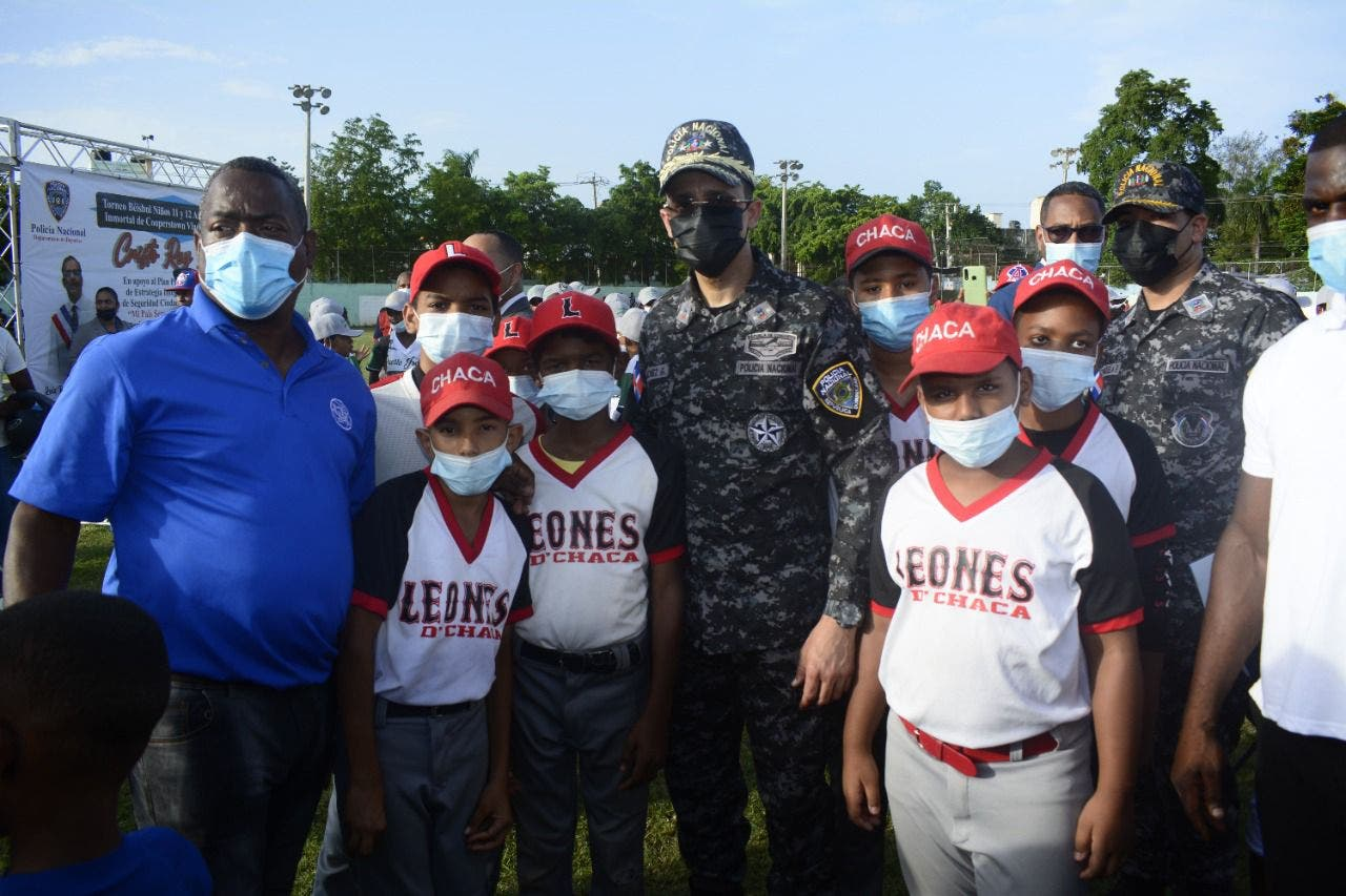 Policía Nacional apertura torneo de béisbol infantil en Cristo Rey
